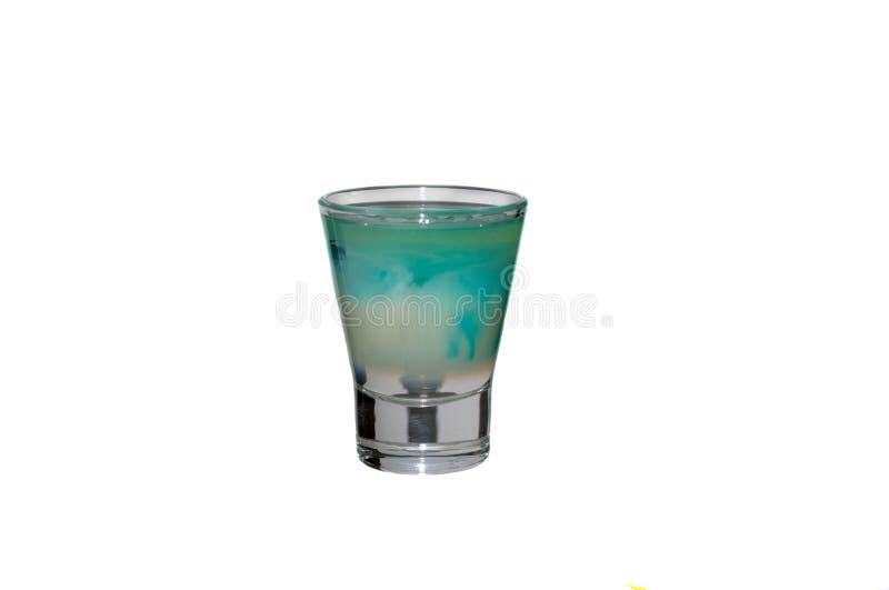 Vetro sparato con la bevanda blu dell'alcool fotografia stock libera da diritti