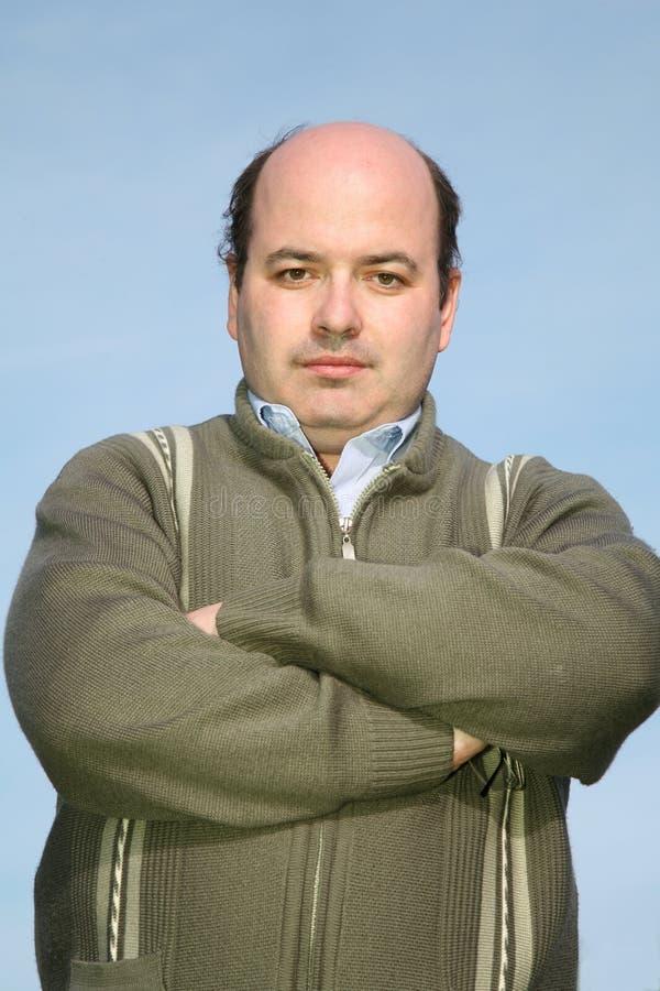 Vette mens in een trui royalty-vrije stock afbeelding