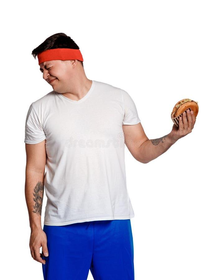 Vette mens geweigerd ongezonde kost mens weerzinwekkend door burgers de ingewikkeldheid van het dieet stock foto's
