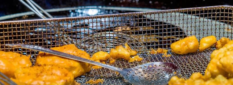 Vettig en ongezond voedsel van de frituurpan, kaas en caulifl royalty-vrije stock afbeeldingen
