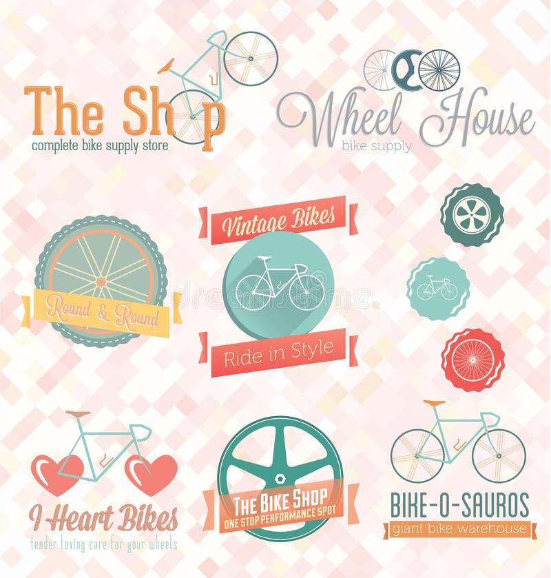 Vettore fissato: Retro etichette ed icone del negozio della bici illustrazione vettoriale