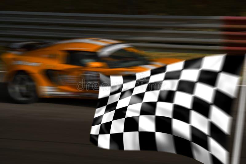 Vettura da corsa arancione e bandierina striata fotografie stock libere da diritti