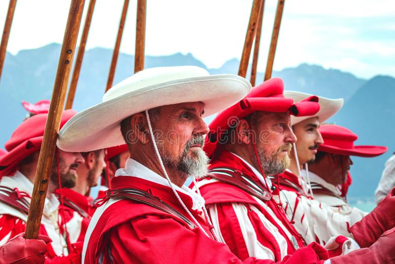 Vevey, die Schweiz - 1. August 2019: Traditionelle Parade am Schweizerbürger-Tag Nationalfeiertag von der Schweiz, Satz am 1. Aug lizenzfreie stockbilder