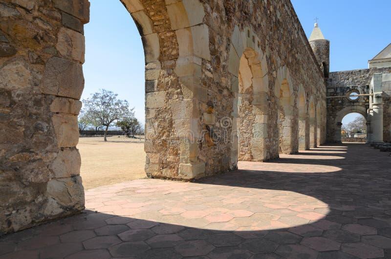 Vew del primer a la yarda de Convento de Cuilapam en Oaxaca foto de archivo libre de regalías
