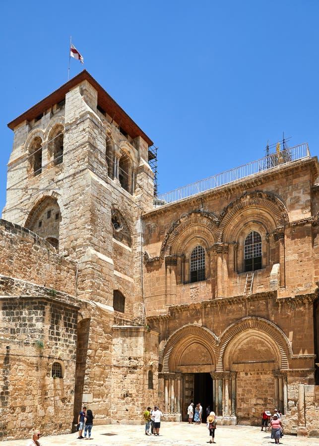 Vew på den huvudsakliga ingången till kyrkan av den heliga griften i gammal stad royaltyfria foton