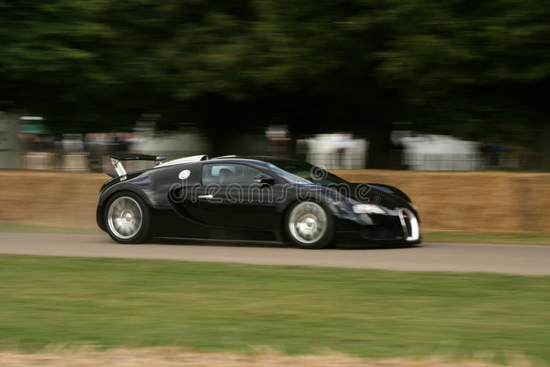 Veyron negro del bugatti que apresura fotos de archivo