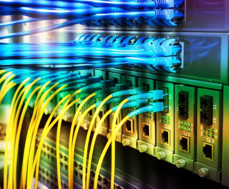 Vezel Optische die kabels met optische havens en UTP worden verbonden royalty-vrije stock afbeeldingen