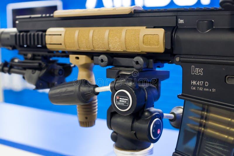 VFC-Ordeverstoorder & het Geweer van de Eliteairsoft AEG van Koch HK417 stock afbeelding