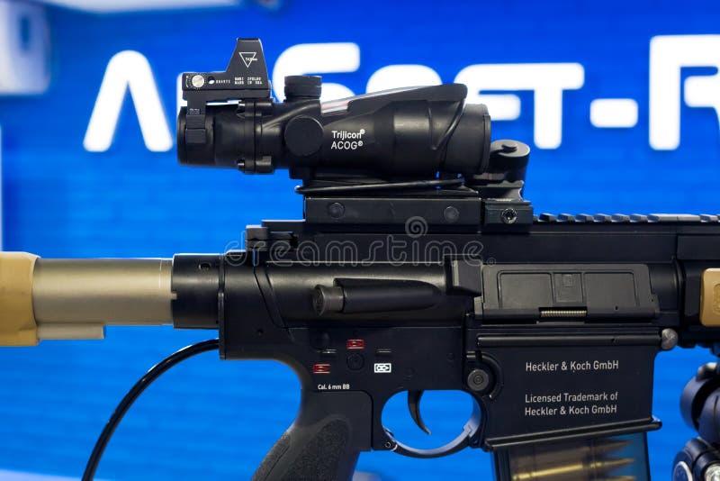 VFC-Ordeverstoorder & het Geweer van de Eliteairsoft AEG van Koch HK417 stock fotografie