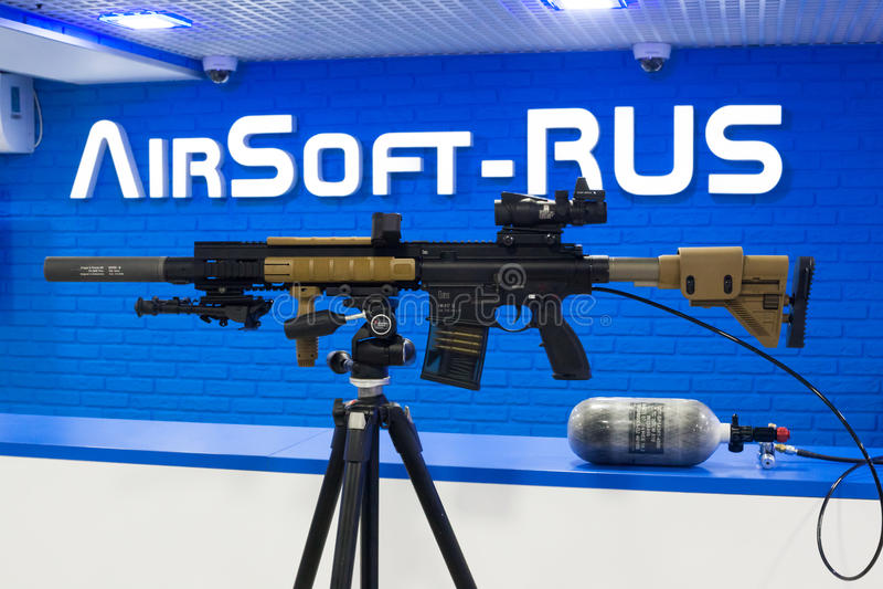 VFC-Ordeverstoorder & het Geweer van de Eliteairsoft AEG van Koch HK417 stock foto's
