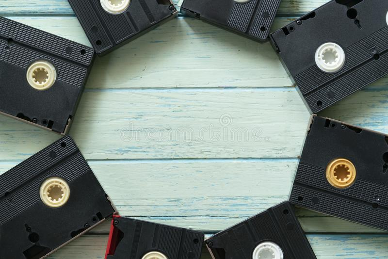 VHS-Videokassetten auf dem Tisch lizenzfreies stockbild