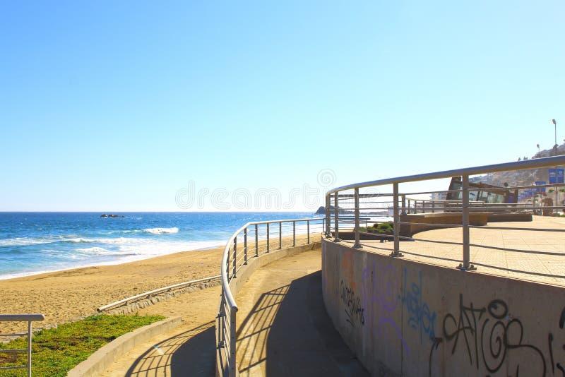 Viña Del Mar, Reñaca y Valparaiso - Chile Opinión de la playa foto de archivo