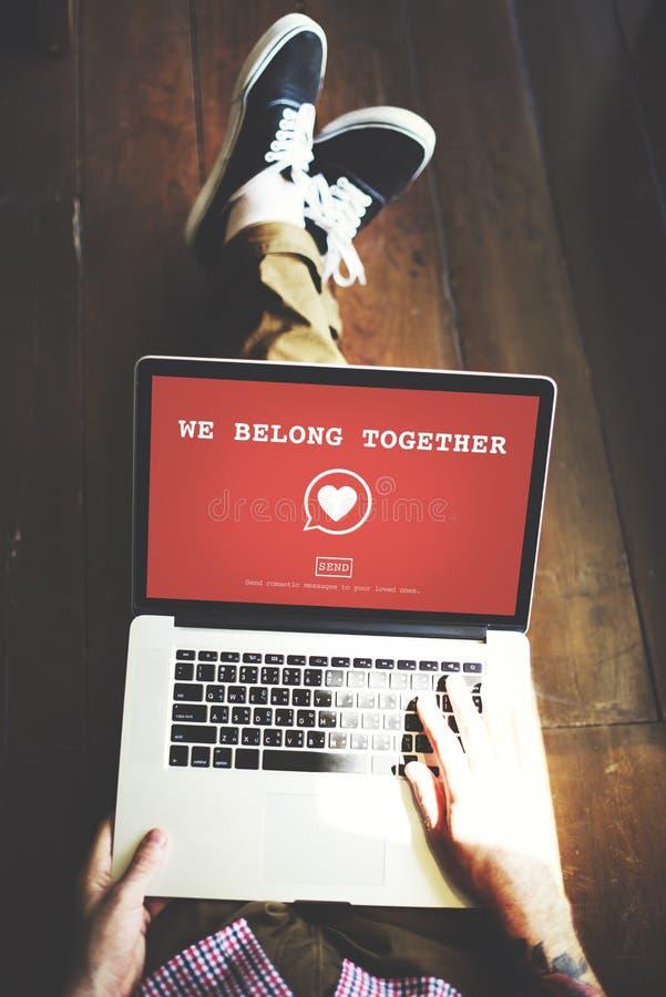 Vi hör hemma tillsammans det Valentine Romance Heart Love Passion begreppet arkivbild