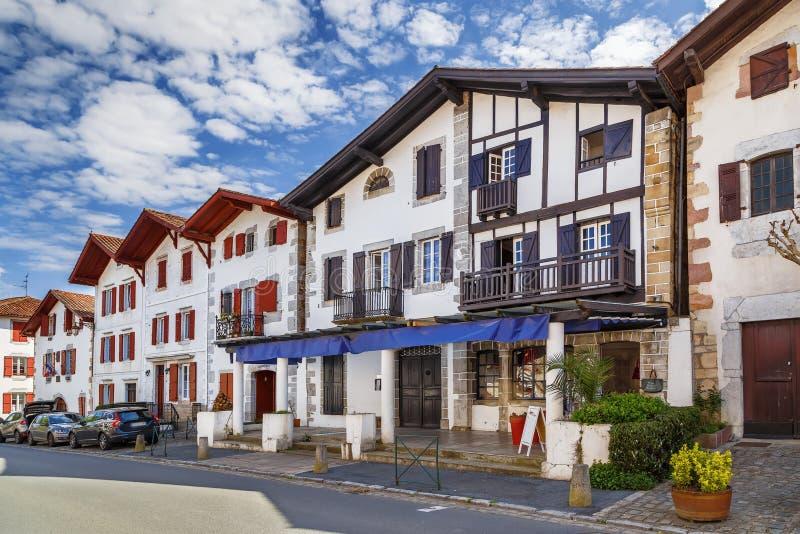 Via in Ainhoa, Pirenei-Atlantiques, Francia immagine stock