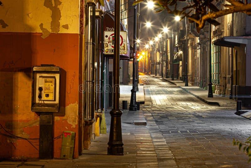 Via all'alba in San Luis Potosi immagini stock
