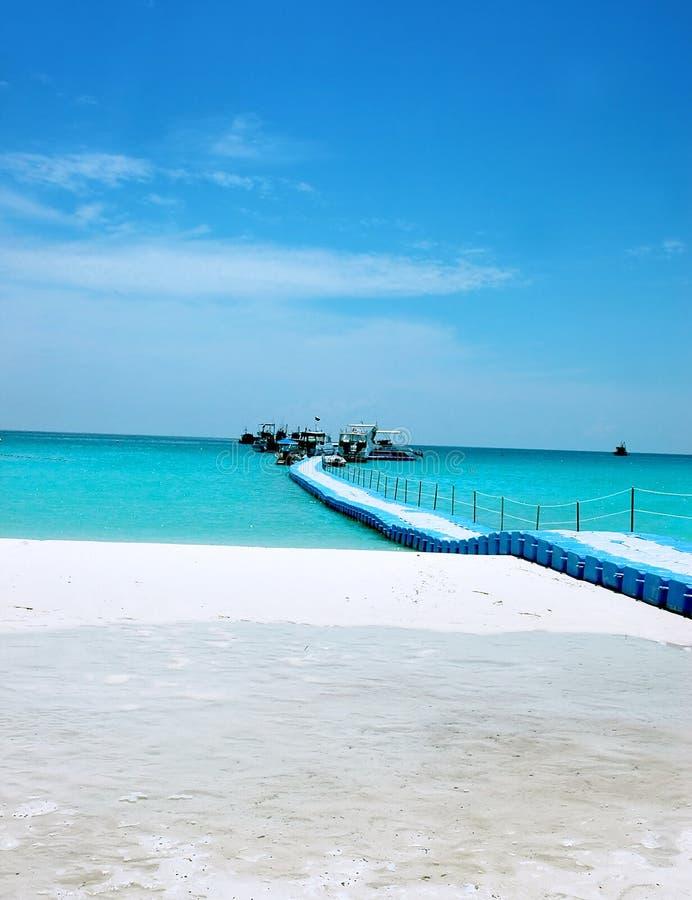 Download Via alle barche fotografia stock. Immagine di spiaggia - 201418