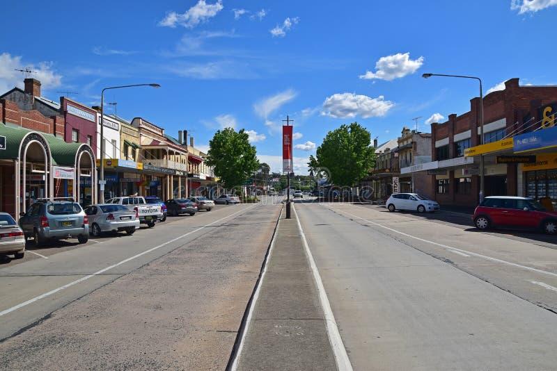 Via castana dorata a Goulburn, Nuovo Galles del Sud, Australia fotografie stock libere da diritti