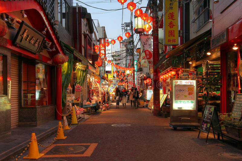 Via in Chinatown Yokohama, Giappone immagine stock