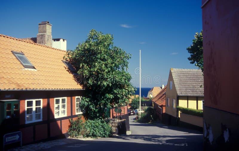 Via in città danese Svaneke, Bornholm in Danimarca immagini stock libere da diritti