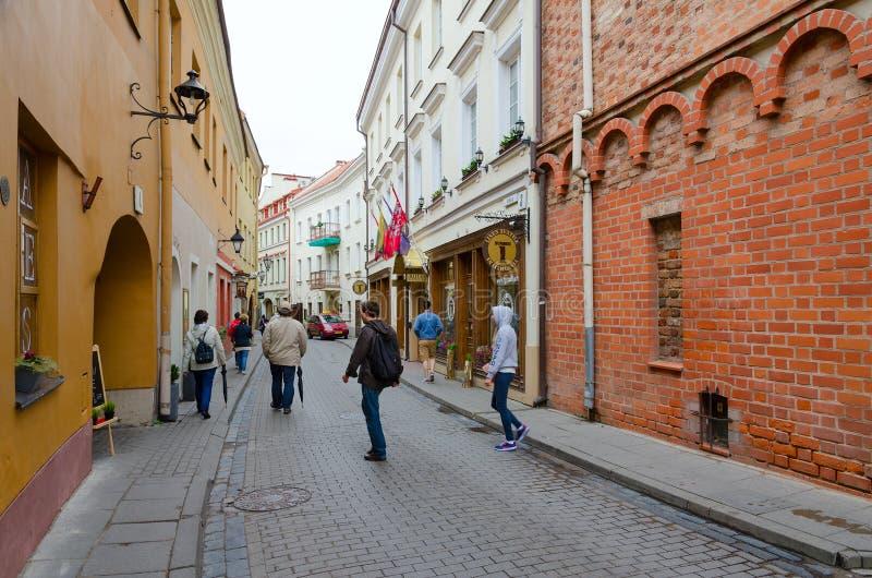 Via in Città Vecchia, Vilnius, Lituania di Stikliu immagine stock