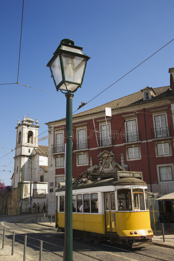 Via con il carrello nel Portogallo.