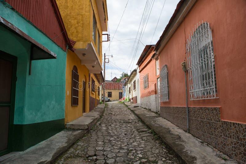 Via del ciottolo in Flores Guatemala immagine stock