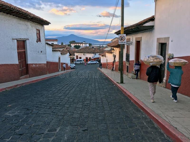 Via del ciottolo in Patzcuaro, Messico fotografia stock libera da diritti