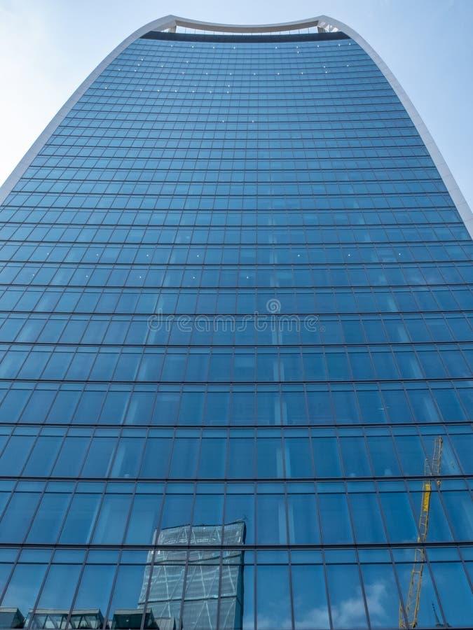Via del fecnchurch della costruzione del grattacielo del microfono di Londra con lo skygarden immagini stock