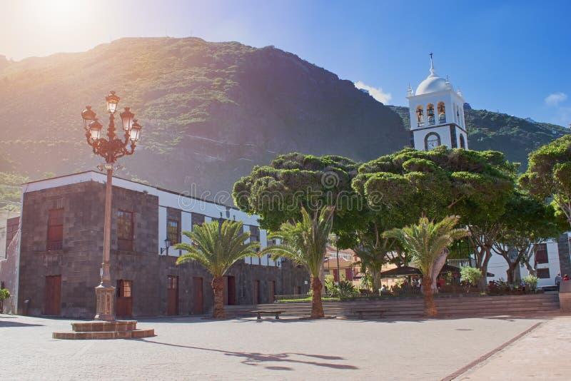 Via della città - bella architettura coloniale spagnola tipica, città di Garachico, Tenerife, isole Canarie fotografie stock
