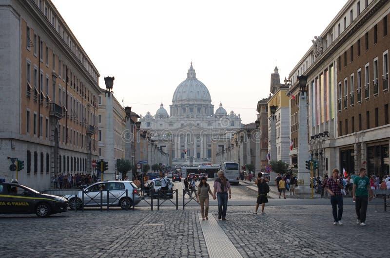 Via della Conciliazione en Heilige Peter Cathedral stock foto
