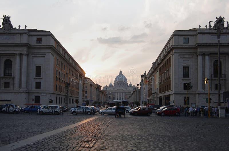 Via della Conciliazione en Heilige Peter Cathedral royalty-vrije stock afbeeldingen