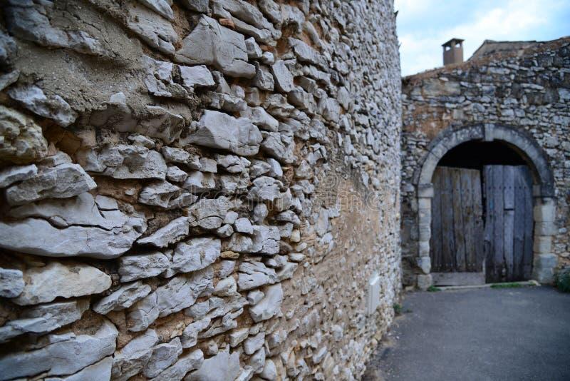 Via delle case di pietra immagine stock