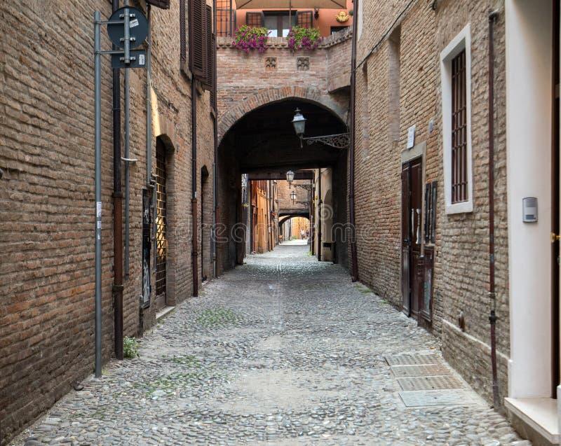 Via delle Volte di Ferrara nel quarto medievale L'Emilia Romagna L'Italia immagini stock libere da diritti