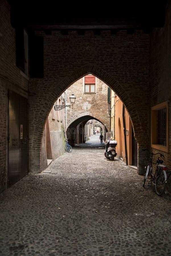 Via delle Volte a Ferrara fotografie stock