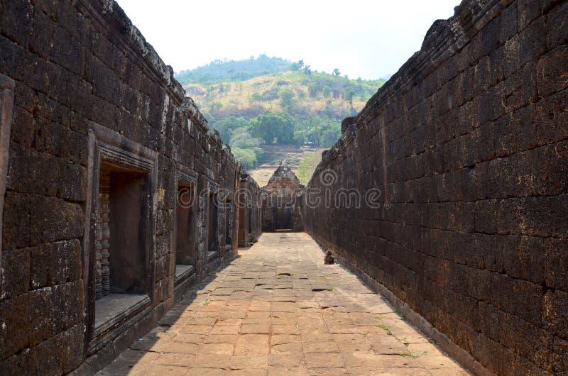 Via dentro il castello di Phou del tino o di Wat Phu immagini stock