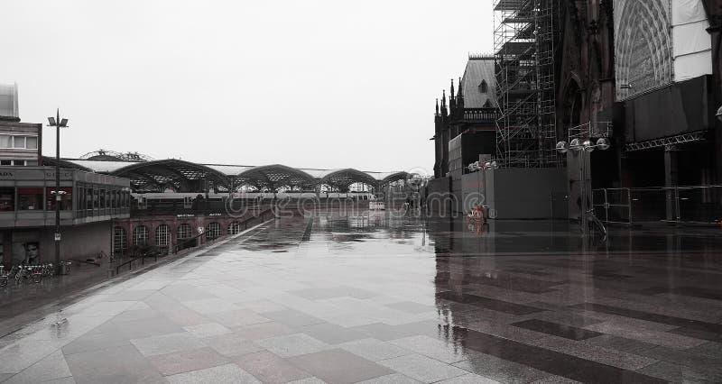 Via di Colonia sotto la pioggia immagine stock