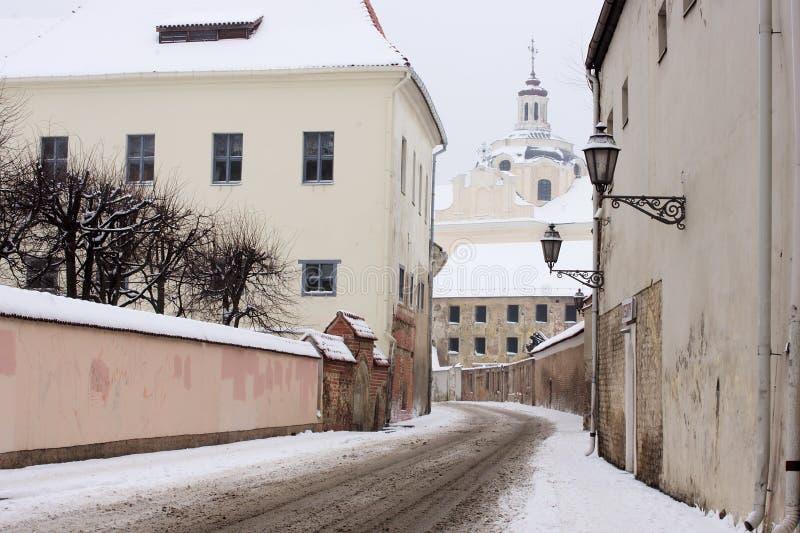Via di ignatius del san nel oldtown Vilnius di inverno fotografia stock libera da diritti