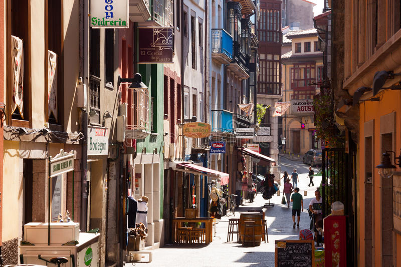 Via di Llanes asturias fotografie stock