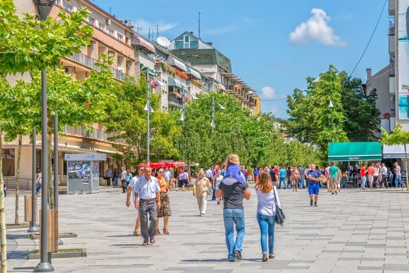 Via di Madre Teresa in Pristina immagini stock