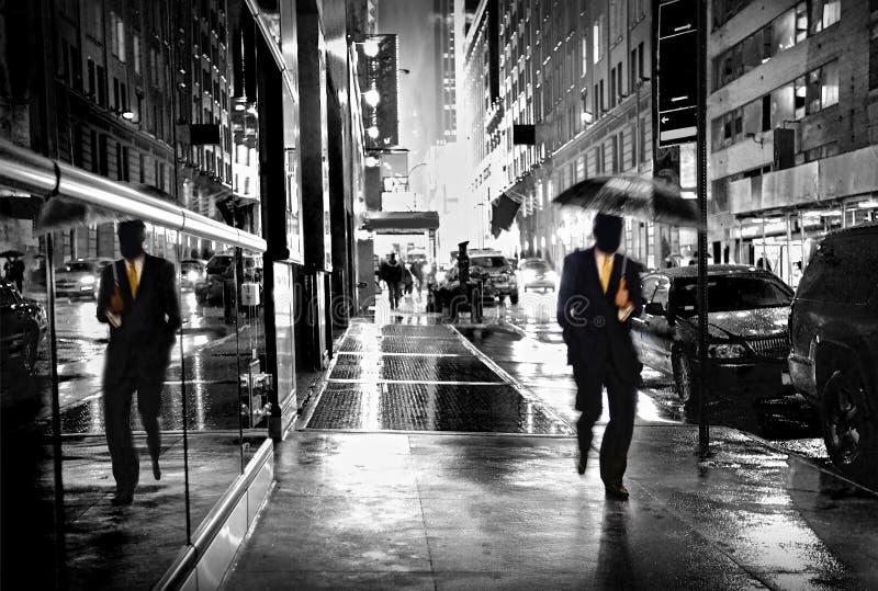 Via di Manhattan di notte fotografie stock libere da diritti