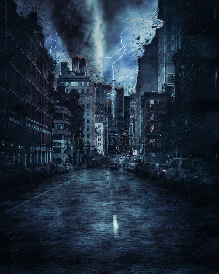 Via di New York durante la tempesta, la pioggia e l'illuminazione pesanti di tornado a New York illustrazione di stock
