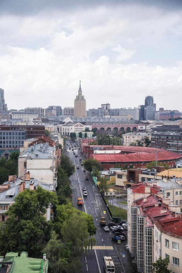 Via di Novoryazanskaya ed hotel Hilton Moscow Leningradskaya fotografia stock libera da diritti