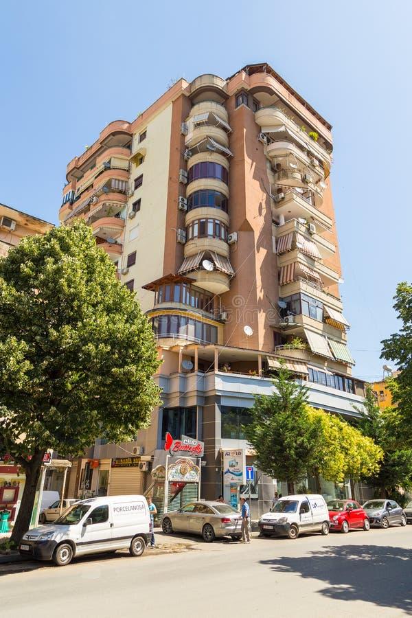 Via di nuova città nel bello giorno soleggiato, Albania di Tirana immagine stock libera da diritti