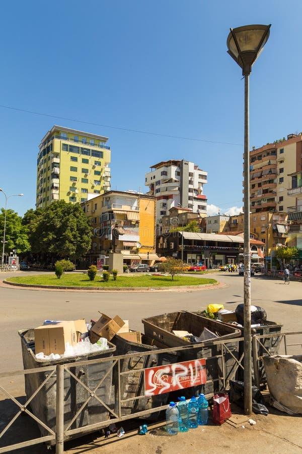 Via di nuova città nel bello giorno soleggiato, Albania di Tirana fotografia stock libera da diritti