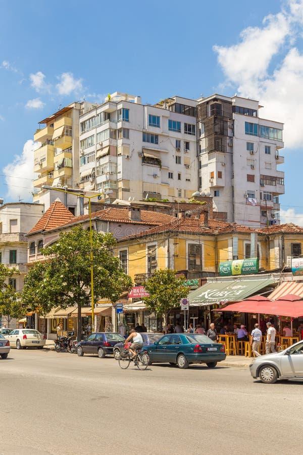 Via di nuova città nel bello giorno soleggiato, Albania di Tirana fotografia stock