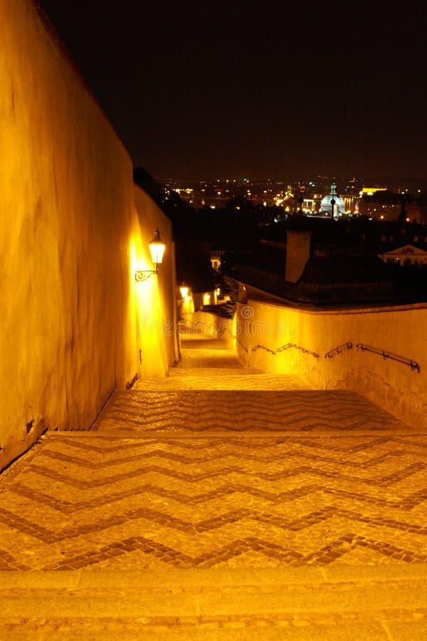 Via di Praga alla notte fotografia stock