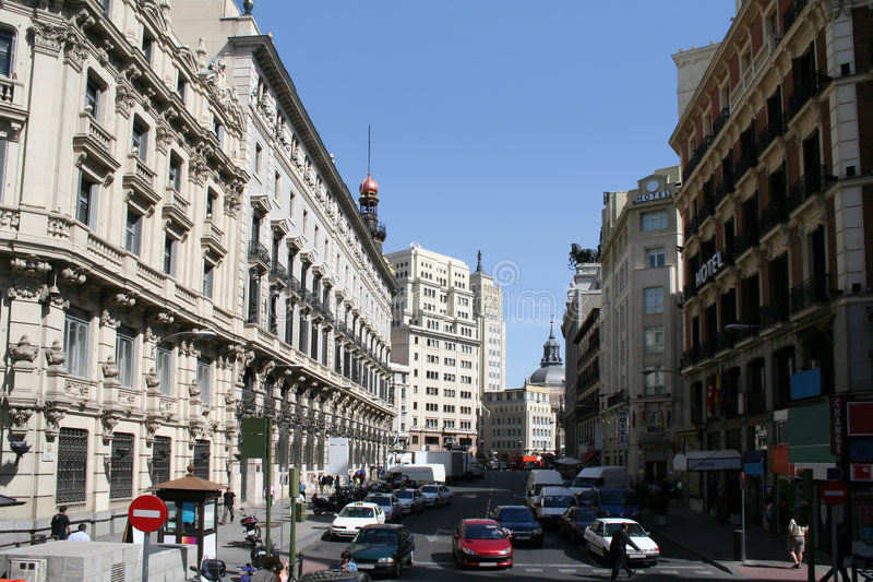 Via di Sevilla nel centro di Madrid. immagine stock