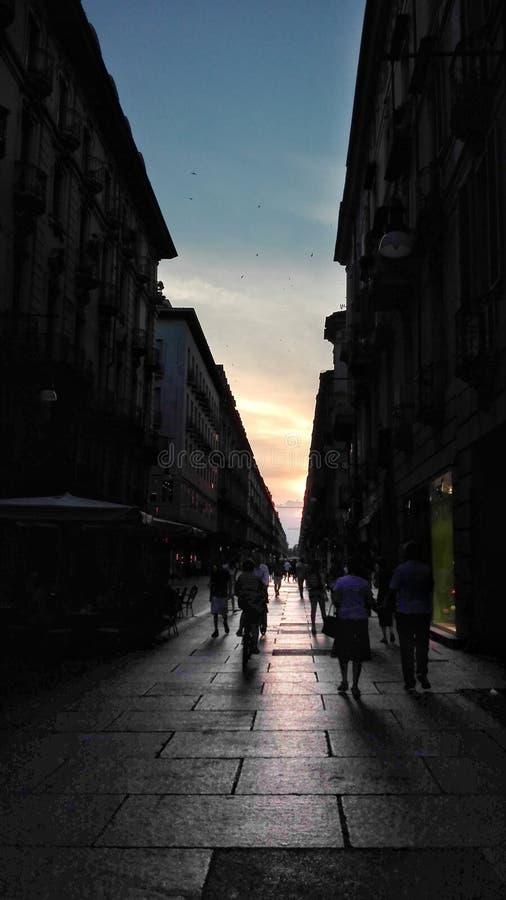 Via di Torino - tramonto immagine stock