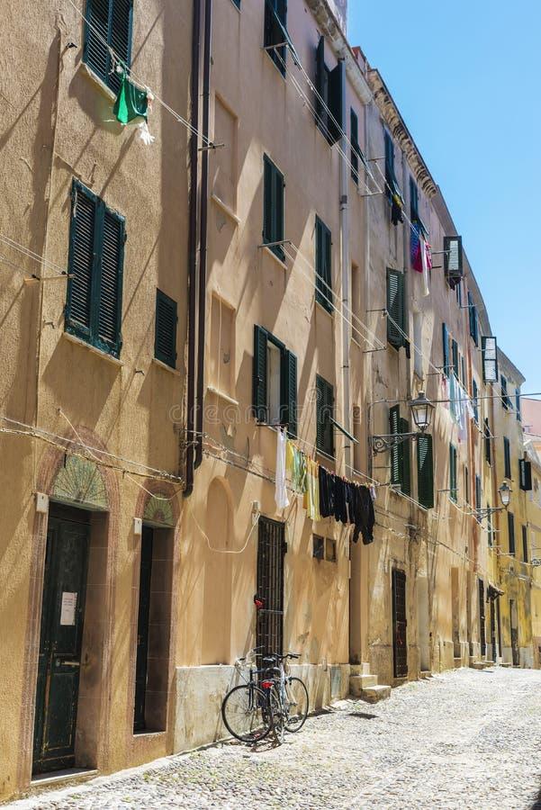 Via di vecchia città di Alghero, Sardegna, Italia fotografia stock