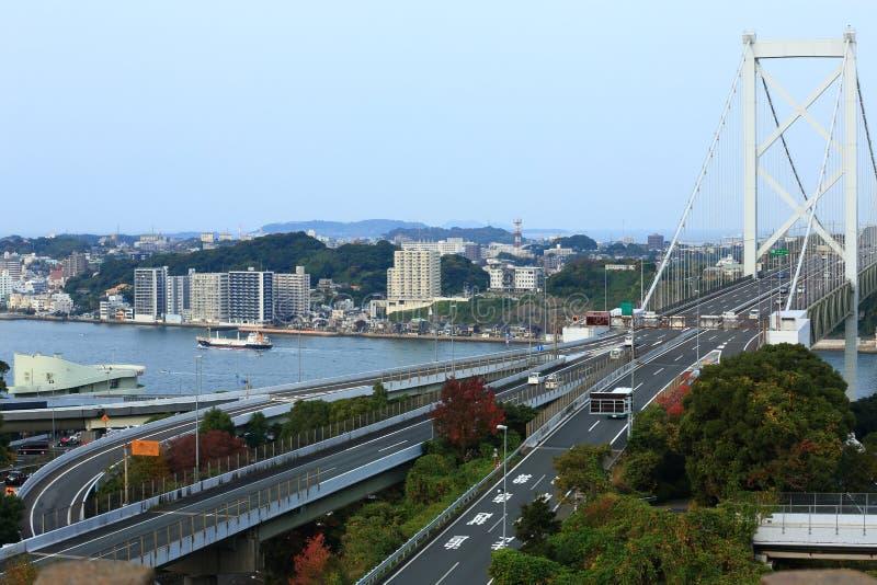 Via expressa de Kyushu e ponte de Kanmon imagem de stock